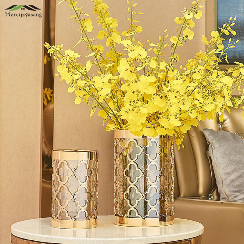 Tabletop Vases Europe Flower Vase Geometric Shape Metal Gold Hollow Clover Flower Holder for Home Wedding
