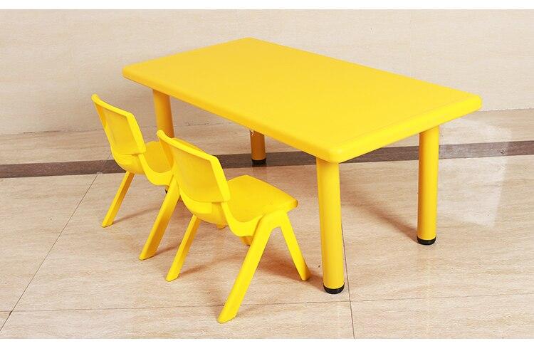 Sedie E Tavoli Di Plastica.Bambini Dell Asilo Tavoli E Sedie Di Plastica Scrivanie Sei