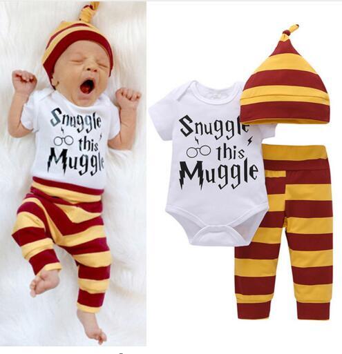 3 stücke Baby Kleidung Set Neugeborenen Baby Jungen Mädchen Brief MuggleTops Body + Streifen Hosen + Hut Outfits Kleidung 0 -24 mt Super Nette