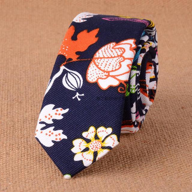 Naturaleza Algodón Floral Corbata para Los Hombres Slim Color Azul Marino 5 cm 2017 Summer Style Diseñador Flaco Corbata Estrecha Corbata Gravata Delgada lino