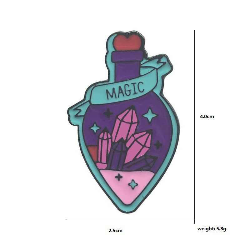 การ์ตูนป้ายจดหมาย MAGIC เข็มกลัดสำหรับผู้หญิงสีม่วง Magic Potion ขวดเคลือบ Pin Shining คริสตัลเครื่องประดับอัญมณีเครื่องประดับ