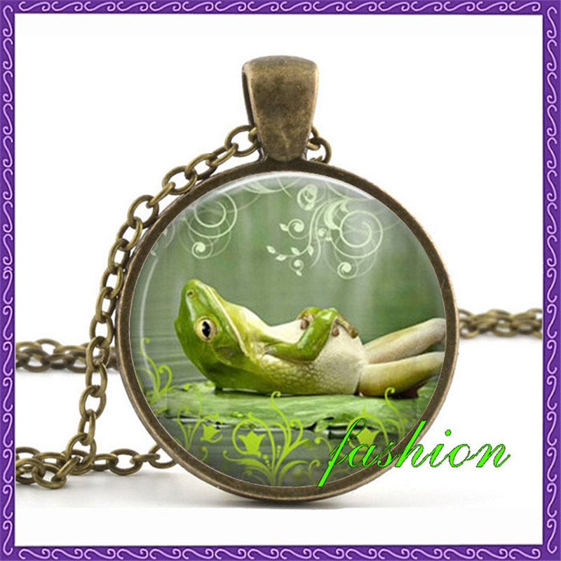 Frog jewelry Science Jewelry Vintage Frog Necklace Toad Jewelry Amphibian Necklace Green Frog Pendant Nature Jewelry Frog Necklace