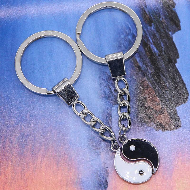 سلسلة مفاتيح جديدة على شكل شخصية ين يانج مصنوعة من المينا باللونين الأبيض والأسود سلسلة مفاتيح للمفاتيح وحقيبة السيارة خاتم مفاتيح للأصدقاء الأعزاء مجوهرات هدايا الصداقة