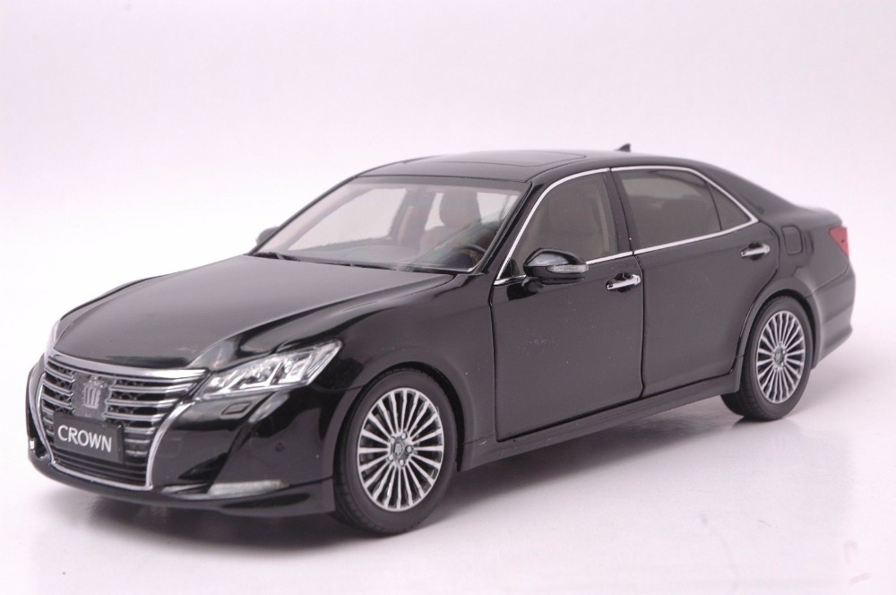 цена на 1:18 Scale Diecast Model Car for Toyota Crown 2015 Black Alloy Toy Car Collection