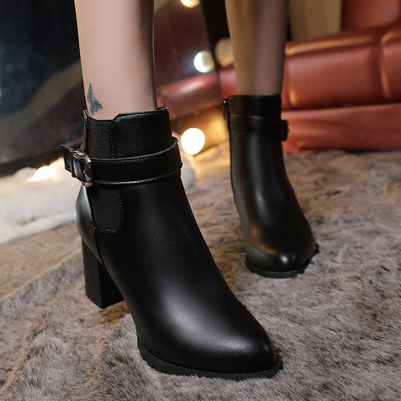Femmes bottines hiver daim talons hauts bottes dames mode bout pointu gladiateur noir en cuir chaussures pour femme grande taille 42Femmes bottines hiver daim talons hauts bottes dames mode bout pointu gladiateur noir en cuir chaussures pour femme grande taille 42