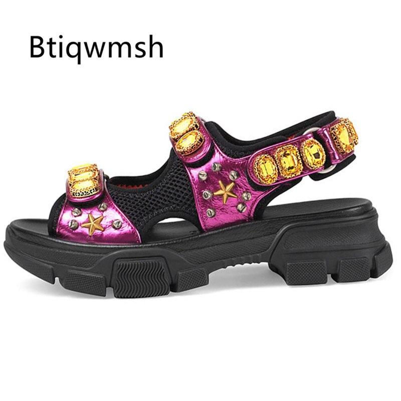 Ayakk.'ten Orta Topuklu'de 2019 Yeni Gladyatör Sandalet Kadınlar Rhinestone Elmas Perçin Yıldız Kalın Alt yürüyüş ayakkabısı Kadın Moda plaj ayakkabısı'da  Grup 1