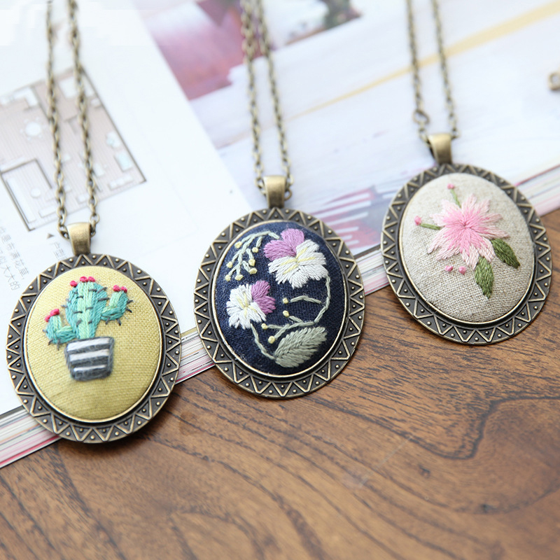 DIY Embroidery Beginners Set Pre-Printed Needlework Floral Pattern European Retro Cross Stitch Kit With Hoop Necklace Pendant