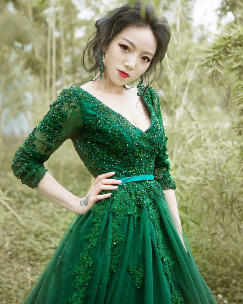 2016 Luxury Green Wedding Dress Long Sleeve Backless V Neck Ball ...