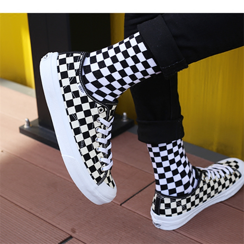 The new trend of Harajuku style hip-hop skateboard checkerboard pattern   socks   for men and women in tube   socks   casual lovers