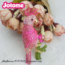 New fashion Womens Emas Tone Pink Rhinestones Tropis Parrot Burung Kakatua Bros keselamatan Pin(China)