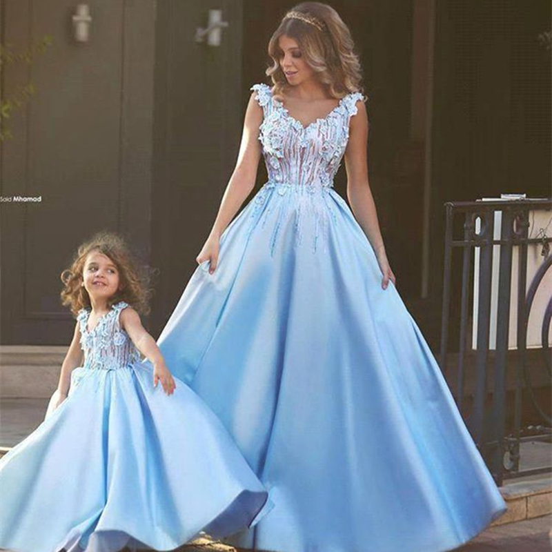 Mommy And Me Fashion Dresses Christmas Mother Daughter Dresses Family Matching Clothing 2018 Spring Mom Baby Kid Lace Tutu Dress