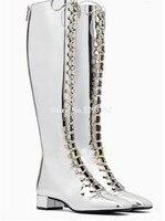 Для женщин очаровательный квадратный носок серебряное зеркало Лакированная кожа сапоги до колена на низком каблуке сапоги на шнуровке Дли