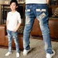 2017 Mais Novo Primavera calças de Brim das Crianças calças de Brim Menino Calças Moda Jean Pano Menino Crianças Carta Calças