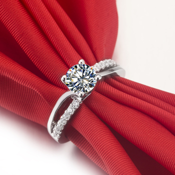 Solid Platinum 1CT Brilliant Moissanite Diamond Ring  4