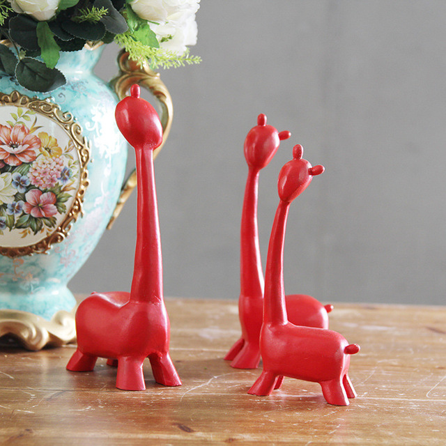 Simple Fashion Family Of Three Red Deer Living Room Shelf European Giraffe Resin Ornaments