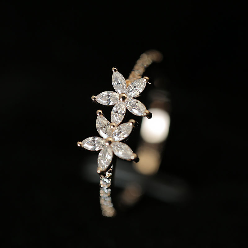 2019 Japanese and Korean simple ring set with rhinestones shine flowers ladies ring jewelry