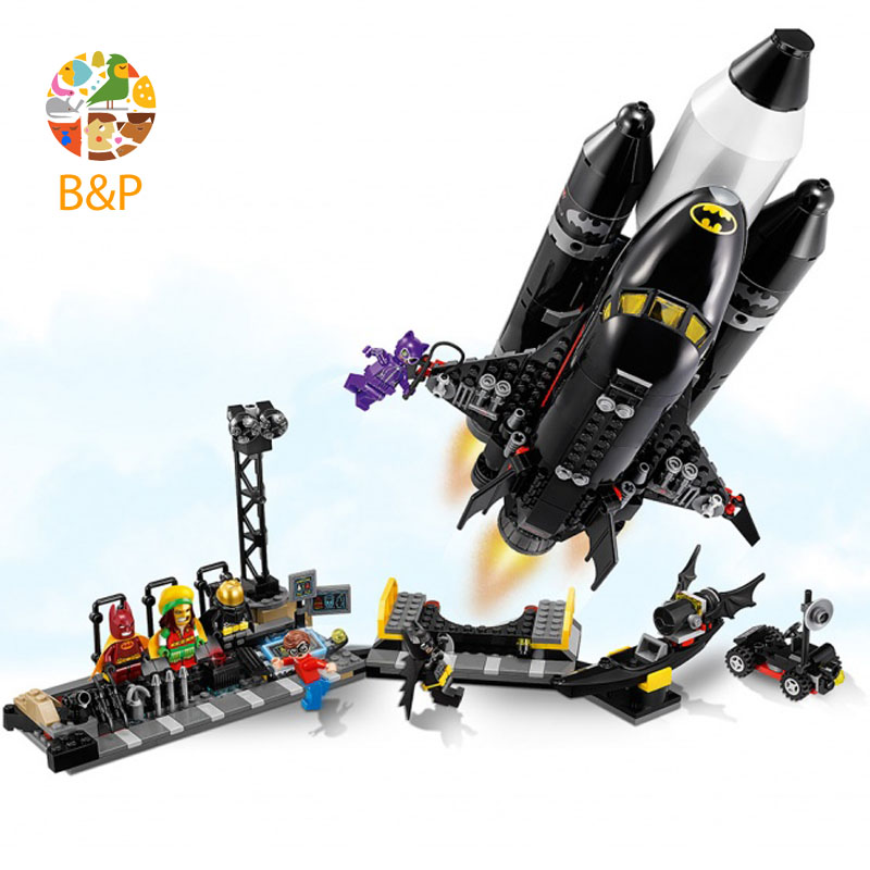 lepin 70923 Batman Super hero Series 720pcs The Bat Space Shuttle Model Building Block Bricks DIY Toys For Children Gift 07098 play arts kai street fighter iv 4 gouki akuma pvc action figure collectible model toy 24 cm kt3503