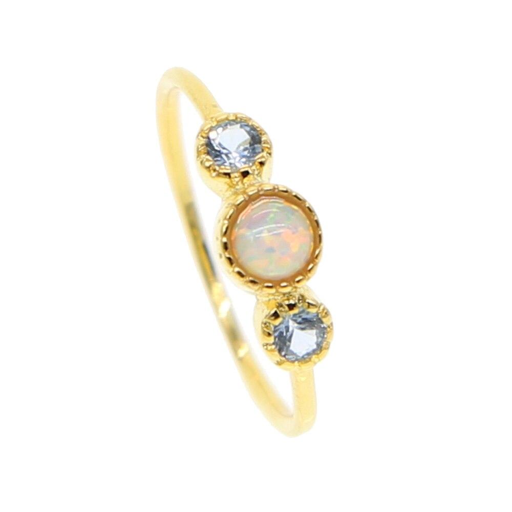 2019 nouveau design simple trois pierre conception bleu clair blanc feu opale lunette ronde pierre simple délicate délicate minimaliste fille anneau