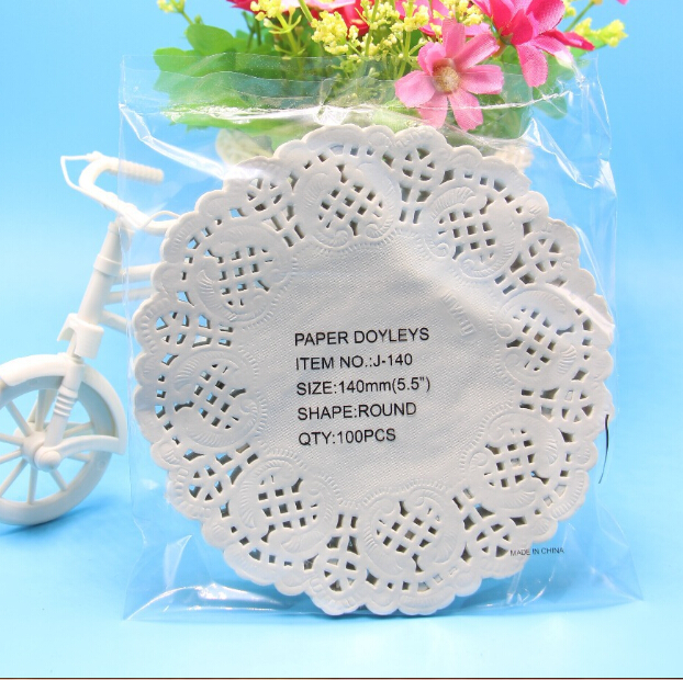 200pcs 5 5 quot diameter 14cm White Lace Paper Doilies Doyleys Vintage Coasters Placemat Craft Wedding Christmas Table Decoration in Mats amp Pads from Home amp Garden