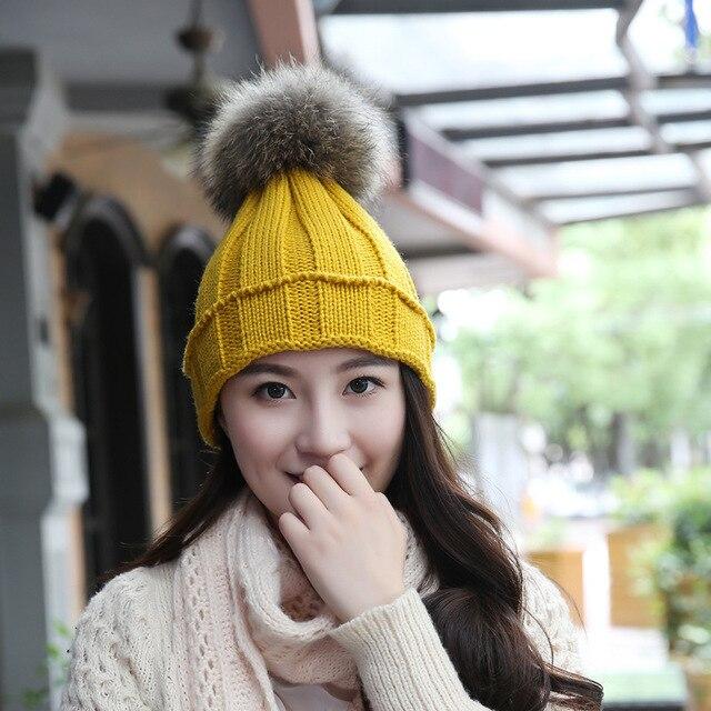 Corea Nuevos Sombreros de Invierno Moda mujer de piel de Mapache Bola de  Punto Gorros De 503d13f2d26