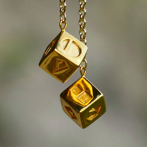 The Last Jedi Han Solo Lucky Dice Prop Gold Color Smugglers Dice/Cube Charm Jewelry 30(China)
