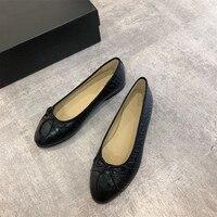 Женская обувь на плоской подошве; балетки на плоской подошве; модная женская обувь без застежки с вырезами на плоской подошве; Летняя женска
