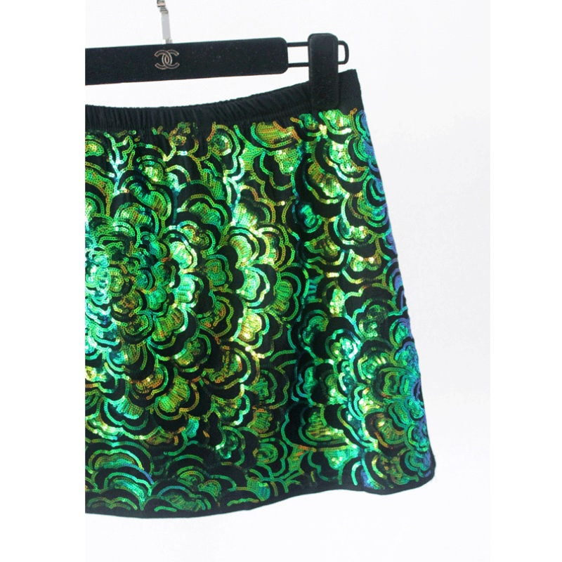 2017 Mode Femmes Fleur Vert Courte À Paillettes Jupe Élastique Taille De  Luxe Un Linge Jupe Paquet Hanche Jupe dans Jupes de Mode Femme et  Accessoires sur ... 5ba6da5664e