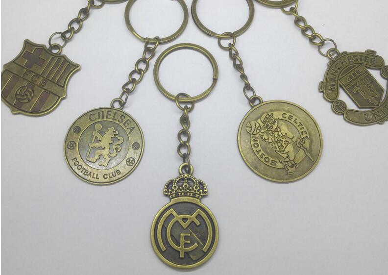 Hot Europe's Football leagues Soccer Club Logo Bronze Keychains Vintage Spanish La Liga Football Club Keychain Action Toy