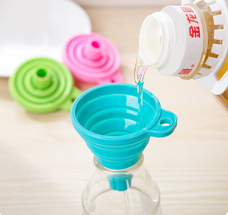 1PC Protable Silicone Foldable Funnel Collapsible Style Funnel Hopper Kitchen Cozinha Cooking Tools Gadgets Random Color OK 0956 in Funnels from Home Garden