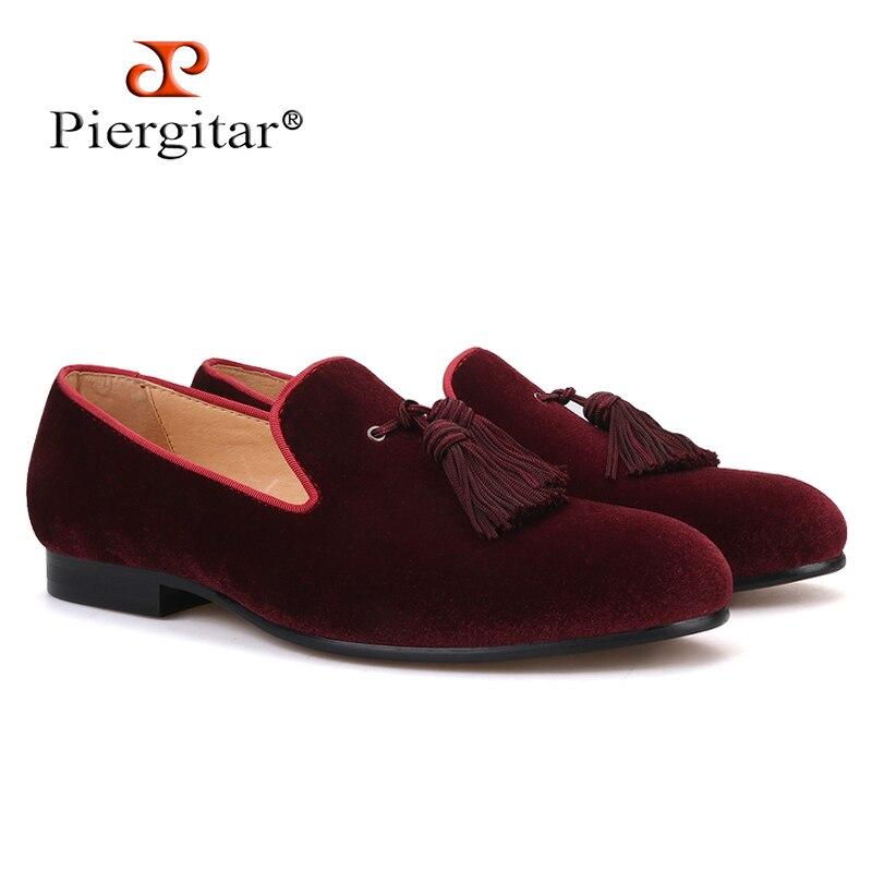 Piergitar 2019 nowy ciemny czerwony kolory aksamitne męskie buty z kitkami wesele mężczyzn mokasyny ręcznie robione męskie buty w stylu casual palenia kapcie w Męskie nieformalne buty od Buty na  Grupa 1