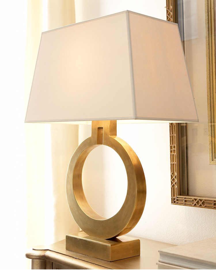 높은 품질 현대 럭셔리 테이블 램프 빌라 황금 식탁 장식 테이블 램프 북유럽 복고풍 침실 머리맡 LED 빛