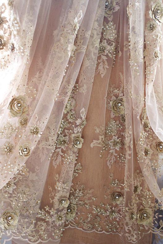 Tissu de dentelle perlé or 1 yard par la cour, perles lourdes dentelle tissu de mariée mariage perles broderie haute couture design