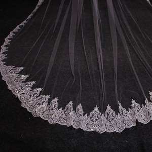 Image 3 - Nieuwe Laag 4 Meter Bling Pailletten Lace Edge Luxe Lange Bruiloft Sluiers Met Kam Hoge Kwaliteit Wit Ivoor Bridal sluier