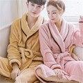 Коралловый флис пары с длинным рукавом с капюшоном халаты Осенью и зимой человек женщины симпатичные сплошной цвет ночной рубашке отдыха халат
