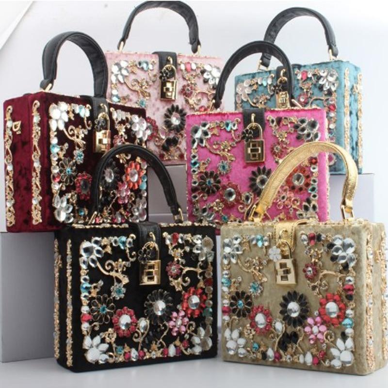 все цены на 2018 Winter New Luxury box retro Women bag female embroidery shoulder bag Velour Diamonds Messenger bag Flower handbag 267 онлайн