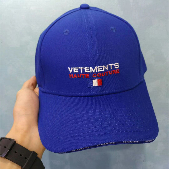 a21e40061a8 Vetements Hat Men Women Summer Streetwear Embroidery Vetements Caps 2018  Boy Girls Cool Adjustable Blue Vetements Baseball Cap