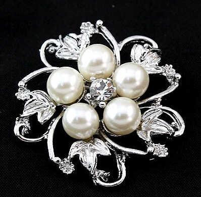 Lussuoso hollow cinque petali simulato perla di alta qualità coreano donne spilla TH-X101