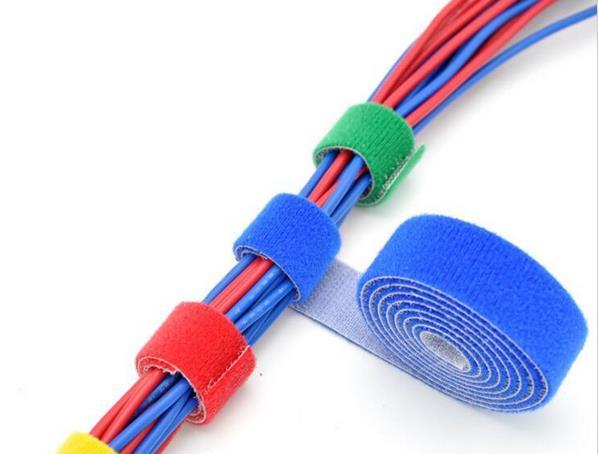 1roll 1cm * 5m vai 1,5cm * 5Meter melns pašlīmējošs stiprs Īss āķis un cilpas lente Atpakaļ uz muguras Kabeļu kaklasaites nailona līmi
