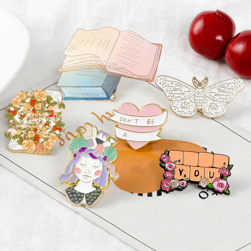 Pembe Aşk Emaye Pin Klavye çevrili çiçek Kitap Şerit Broş Güve Hayvan rozetleri Terzi kadın Takı tam kız Kalp
