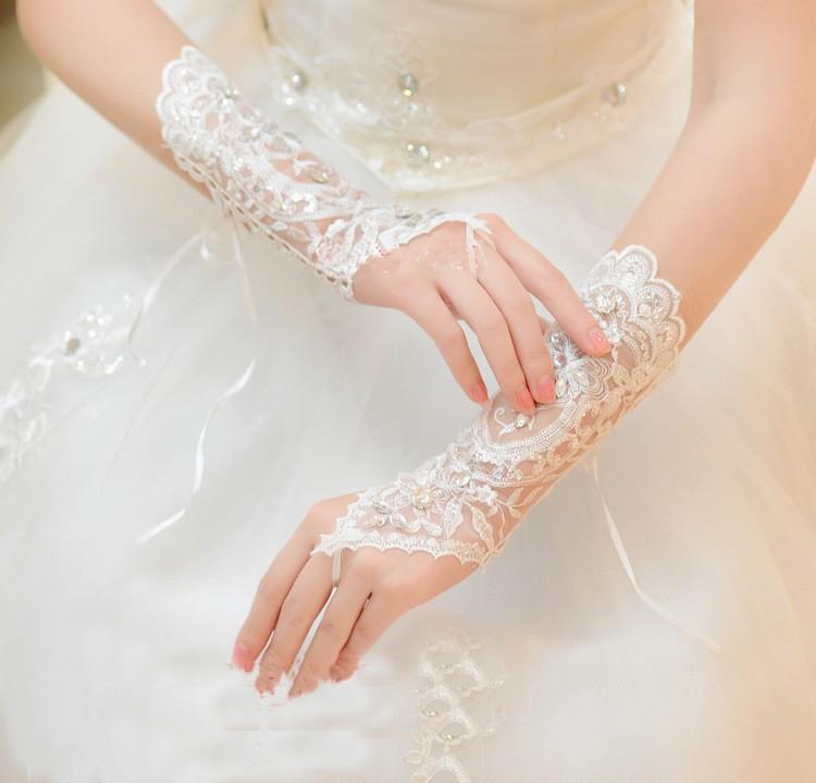 2017 Hot Cheap White Ivory Fingerless Rhinestone Lace Sequins Short Bridal Wedding Gloves Wedding Accessories 2
