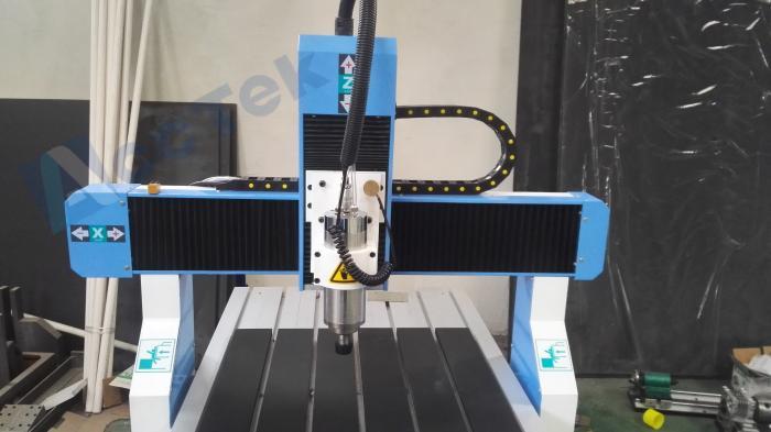 Routeur CNC avec broche de refroidissement par eau, Smart 3d 6090 petit routeur de CNC de refroidissement par eau pour la coupe de porte de panneau de forces de défense principale - 4