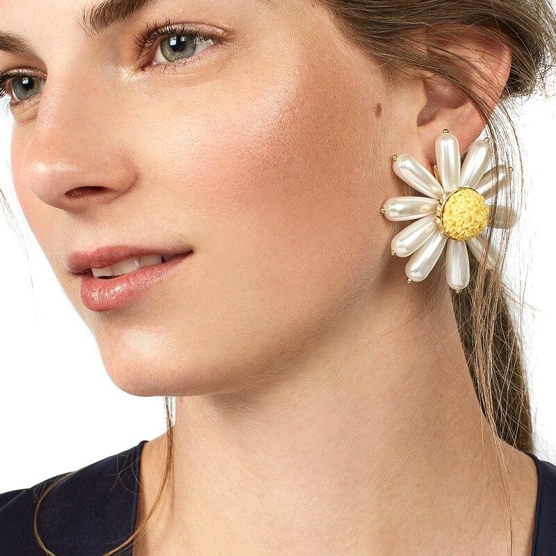 JUJIA good quality fashion jewelry wholesale women simulated pearl flower <font><b>earrings</b></font> statement chrysanthem stud <font><b>Earrings</b></font> for women