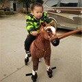 Fancytrader passeio no brinquedo do luxuoso do cavalo com rodas animais de pelúcia que movem a boneca do cavalo para crianças 80cm 31 polegadas