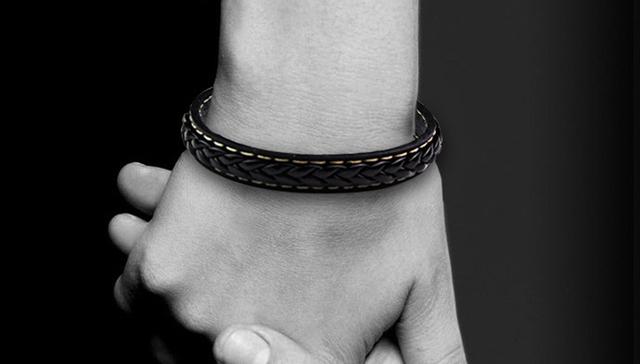 2017 Black Genuine Leather Bracelet Men Bangle With Stainless Steel Fashion New Men Jewelry Rock Chunky Mens Bracelets 13M0563