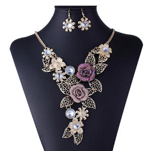 2019 New Crystal Enamel Gold Color Rose Flower Jewelry Sets Women African Costume Jewelry Maxi Necklace Earring Set VP697
