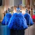2016 nova Luxury real azul decote em V aberto voltar Ruffle saia vestido de baile Quincenera vestido com bordado doce 16 vestido de princesa