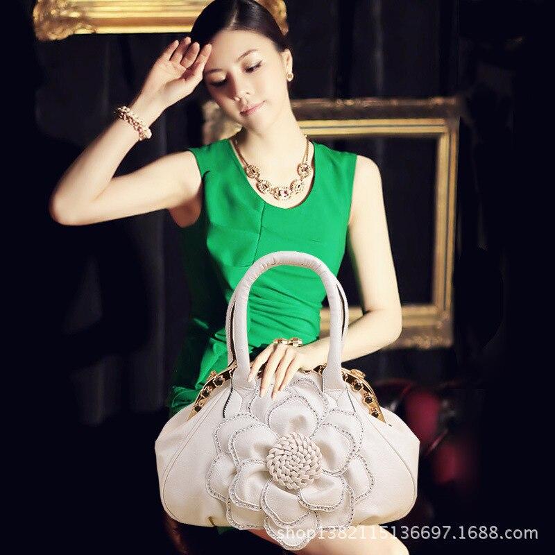 New model of 2016 autumn winters will drill rose flower bag portable diagonal fashion handbag shoulder aslant messenger bag