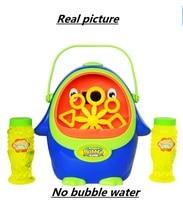 New automatic bubble machine, toy penguin bubble device, children's electric blowing bubble.