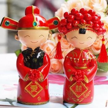 شحن مجاني أنيقة الأحمر الصينية التقليدية نمط العروس و العريس كعكة الزفاف توبر التماثيل هدايا الزفاف الحسنات
