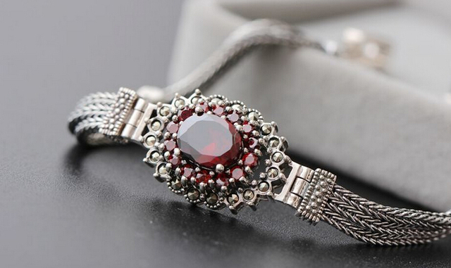 Beautiful female Thai silver pomegranate red zirconium 925 sterling silver bracelet